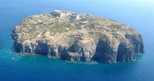 In-vendita-l-isola-di-Santo-Stefano-nell-arcipelago-Pontino_h_partb