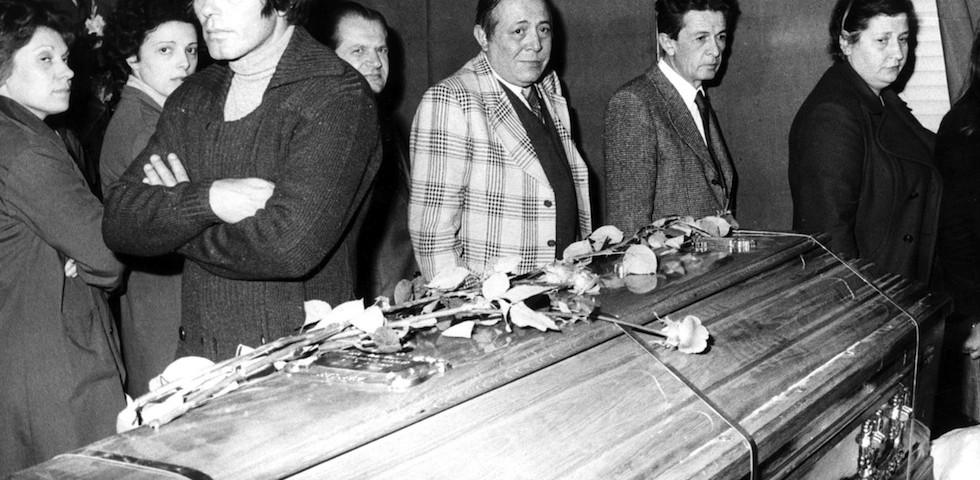 Funerali_di_Pier_Paolo_Pasolini_-_1975_-_Franco_Citti_ed_Enrico_Berlinguer-980x480