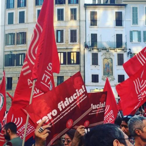 sinistra-italiana_in-piazza-a-roma-per-dire-zerofiducia-contro-il-governo-e-la-legge-elettorale-per-la-democrazia_pantheon-l