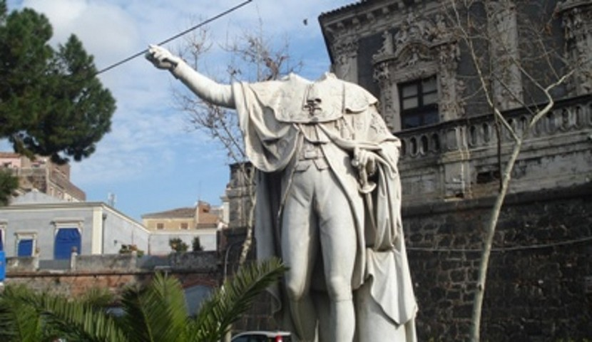 Statua-Via-Cardinale-Dusmet-catania-830x480