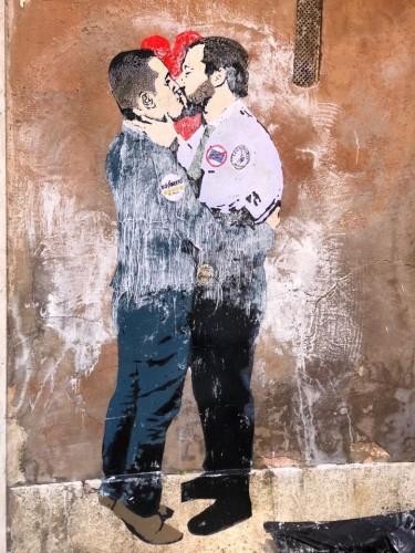 murales_bacio_Salvini_DiMaio