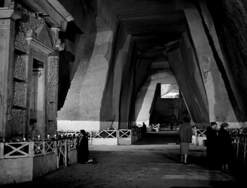 viaggio-in-italia-cimitero-delle-fontanelle-napoli-1954-internettuale (1)