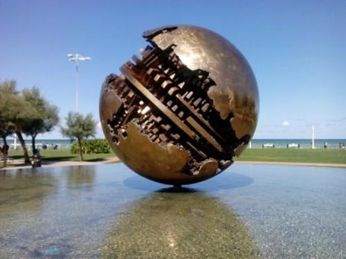 sfera-grande-di-pomodoro
