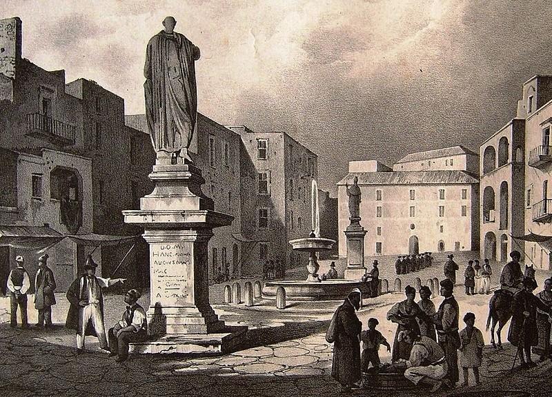 Pozzuoli,_piazza_con_Mamozio